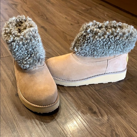 UGG Shoes | Yellow Earth Tan Boots